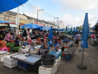 タイ・ソンクラーの市場の様子
