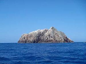 宇治群島の南西端、鮫島