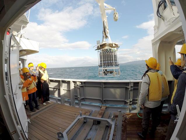 CTDと多筒採水器による海洋観測実習