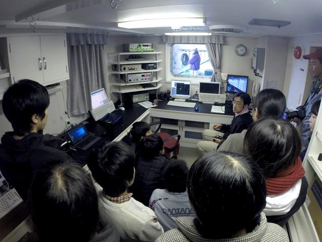船上局でのCTDオペレーション実習