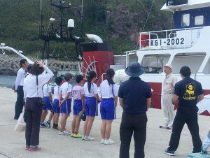 諏訪之瀬島切石港で南星丸の見学会を開催しました