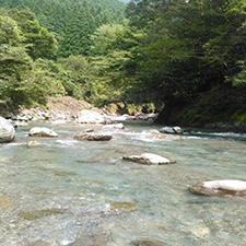 澄み切った秋の川辺川