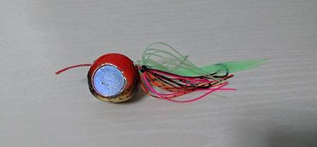 今回使用した「鯛ラバ」と言われるルアー鉛製の「ヘッド」シリコン製の「ネクタイ」「スカート」と呼ばれるパーツを組み合わせて使用します