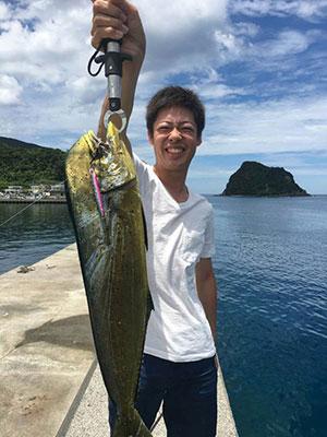 夏の南薩ではショアジギングでシイラが釣れる!