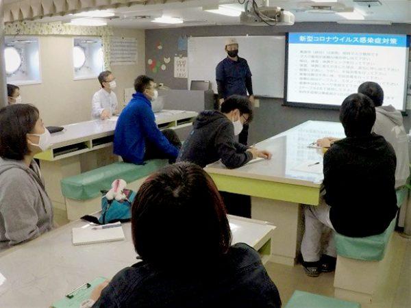 かごしま丸が本学大学院連合農学研究科と東京海洋大学の学生を対象とした共同利用乗船実習を実施しました